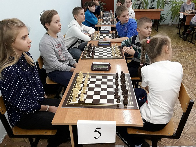 18 команд шахматистов из районов сразились в Луговом фото 2