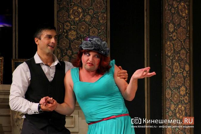 На кинешемской сцене актеры снова трясли женским бельем фото 11