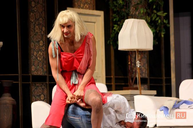 На кинешемской сцене актеры снова трясли женским бельем фото 14