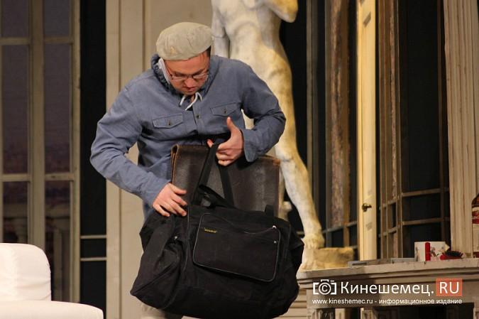 На кинешемской сцене актеры снова трясли женским бельем фото 5