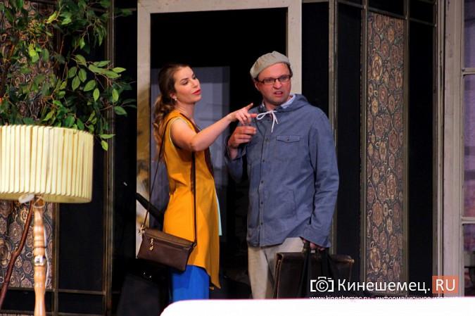 На кинешемской сцене актеры снова трясли женским бельем фото 4