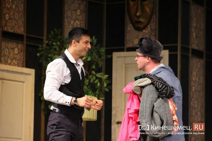 На кинешемской сцене актеры снова трясли женским бельем фото 7