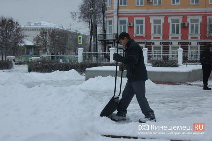Ночной снегопад не стал тяжелым испытанием для коммунальщиков фото 13