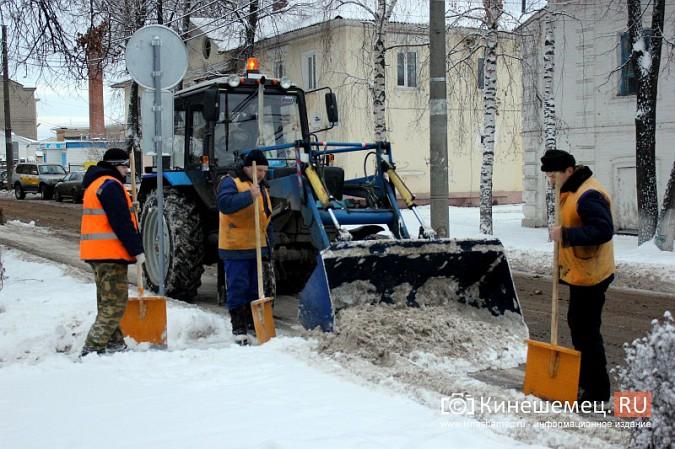 Ночной снегопад не стал тяжелым испытанием для коммунальщиков фото 3