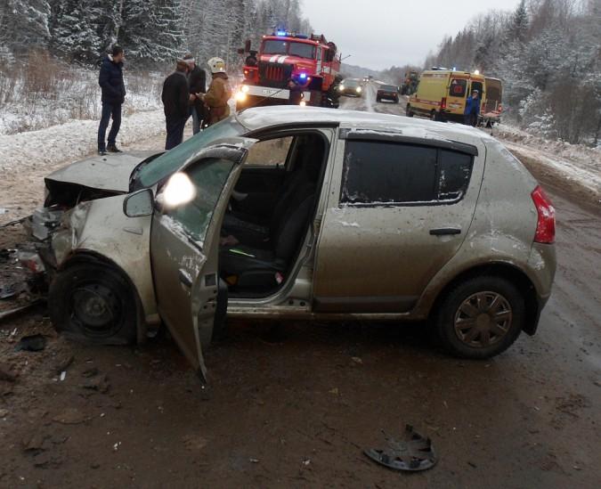 При столкновении иномарок на трассе Кинешма - Юрьевец есть пострадавшие фото 5