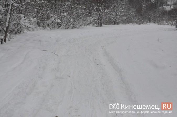 В кинешемском бору целый день вытаскивали из снега «УАЗ», испортивший лыжные трассы фото 4