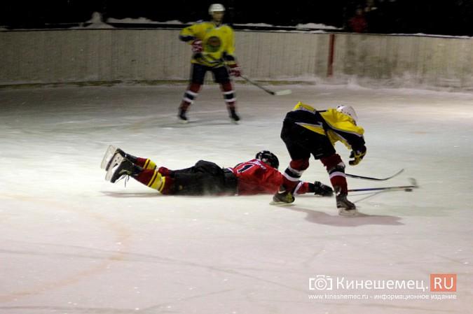 В хоккейном дерби Кинешмы забросили 25 шайб фото 14