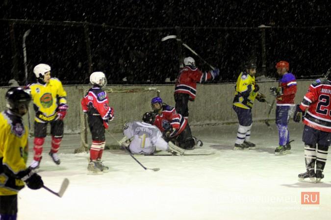 В хоккейном дерби Кинешмы забросили 25 шайб фото 26