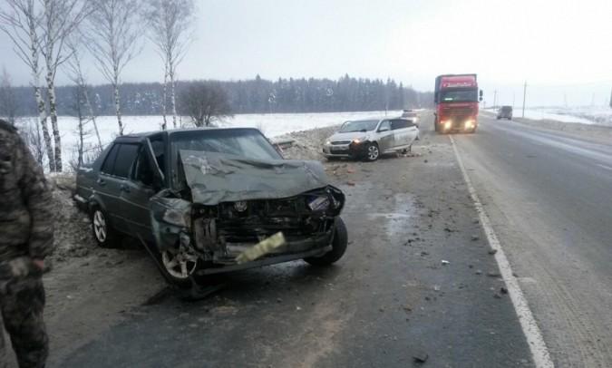 На трассе в Ивановской области столкнулись «Volkswagen» и «Hyundai» фото 2