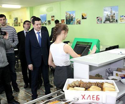 В Иванове внедрена биометрическая технология оплаты школьного питания «Ладошки» фото 2
