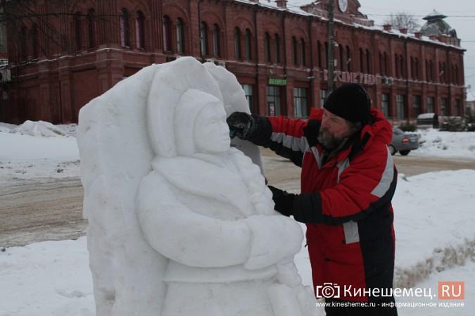 Погода и вандалы помешали строительству снежного городка фото 3