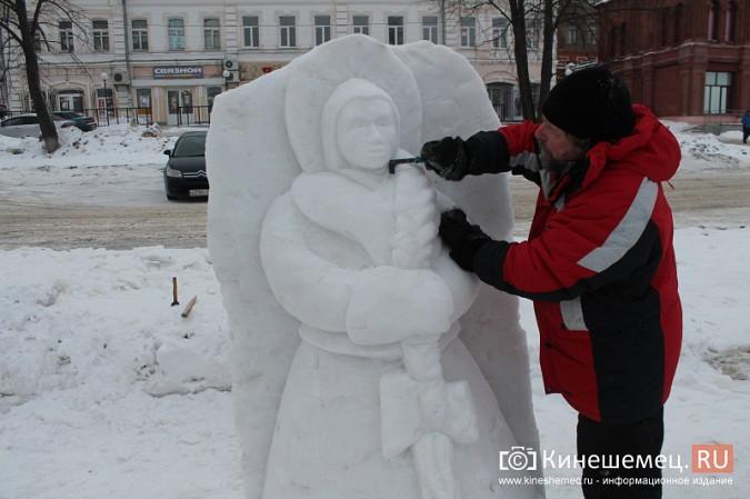 Погода и вандалы помешали строительству снежного городка фото 6
