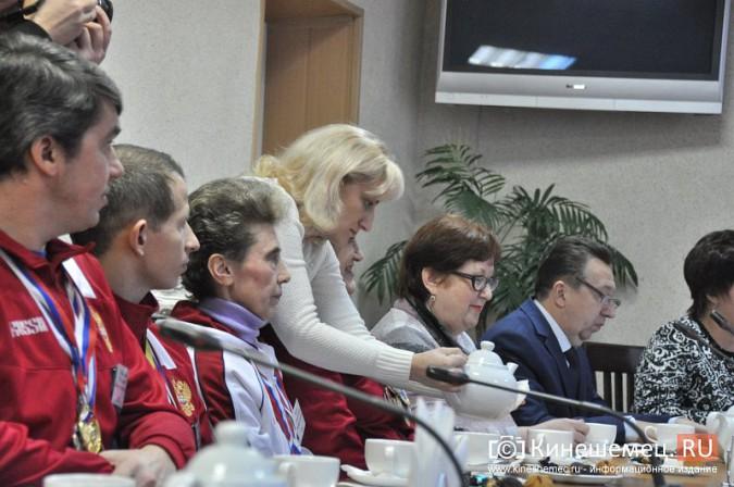 Паралимпийцы получили форму из рук Губернатора фото 14