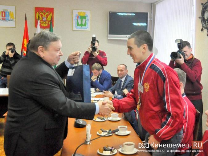 Паралимпийцы получили форму из рук Губернатора фото 13