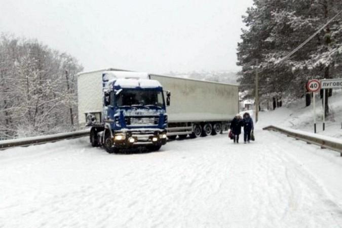 Снегопад парализовал движение на выезде из Кинешмы в Нижний Новгород фото 8
