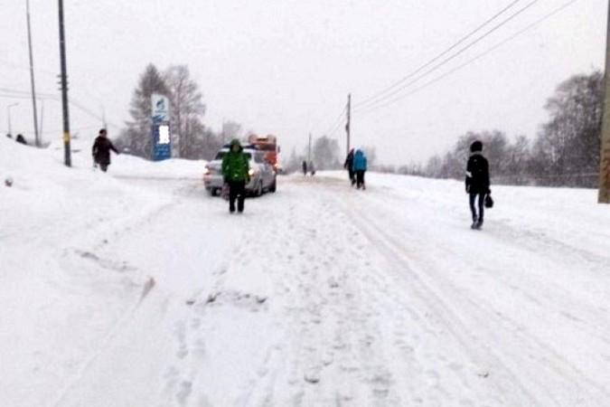 Снегопад парализовал движение на выезде из Кинешмы в Нижний Новгород фото 2