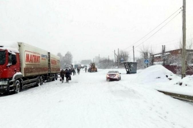 Снегопад парализовал движение на выезде из Кинешмы в Нижний Новгород фото 6