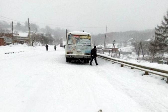 Снегопад парализовал движение на выезде из Кинешмы в Нижний Новгород фото 4