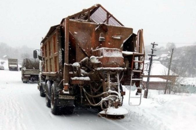 Снегопад парализовал движение на выезде из Кинешмы в Нижний Новгород фото 5