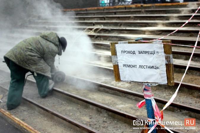 На стадионе «Волжанин» в Кинешме рушится лестница и рвется баннер фото 6