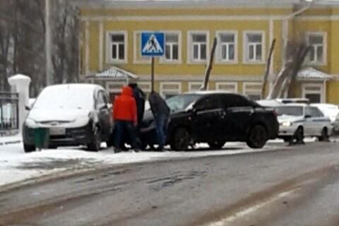 Снегопад стал причиной нескольких ДТП на улицах Кинешмы фото 2
