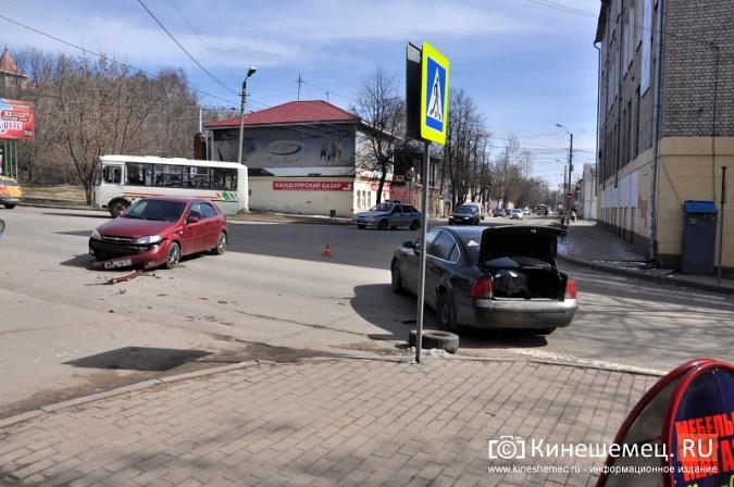 ДТП в центре Кинешмы затруднило движение фото 3