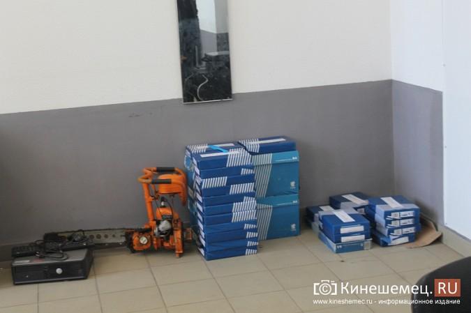 В центре Кинешмы полицейские «накрыли» пункт легализации мигрантов фото 5