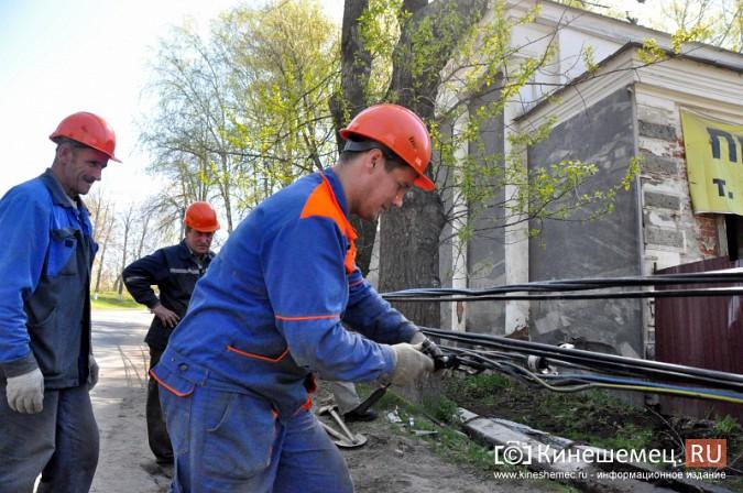 В Кинешме водитель «Лады» протаранил три железобетонных столба фото 6