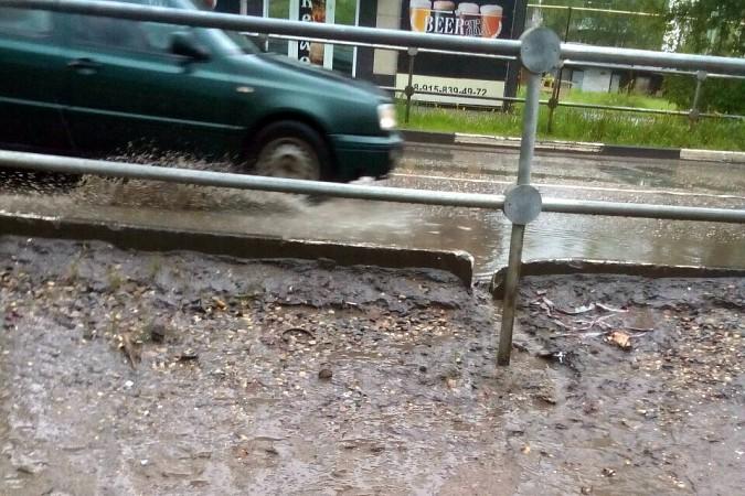 Кинешемские тротуары ушли под воду фото 5