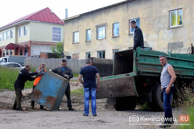 В Кинешме начали устанавливать новые мусорные контейнеры фото 2