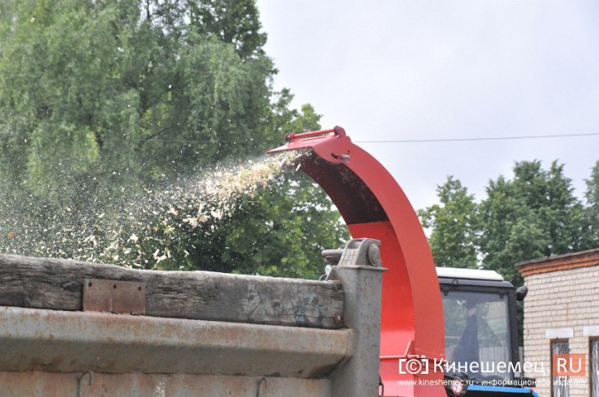 УГХ Кинешмы испытало новую машину для измельчения веток фото 4