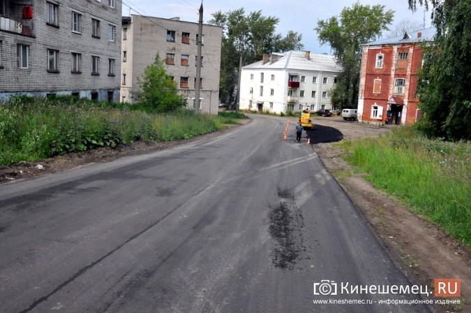 Жители Кинешмы укрепляют улицу Героя Советского Союза соломой фото 8