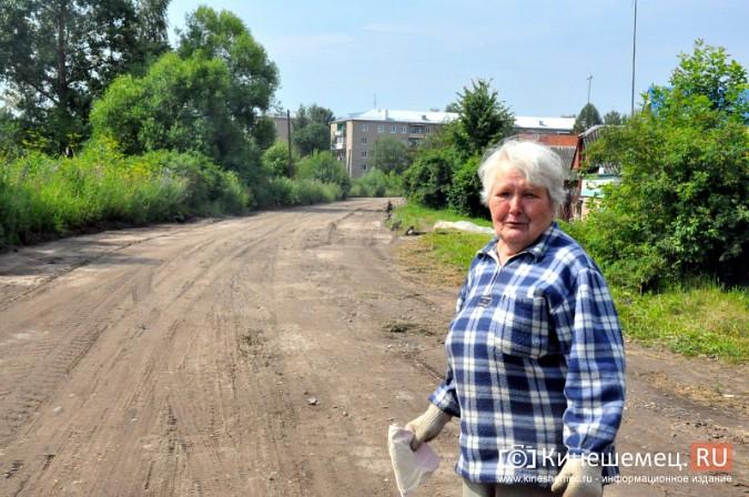 Жители Кинешмы укрепляют улицу Героя Советского Союза соломой фото 6