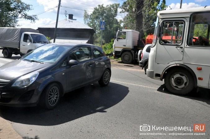 ДТП у Кузнецкого моста в Кинешме спровоцировало многокилометровую пробку фото 2