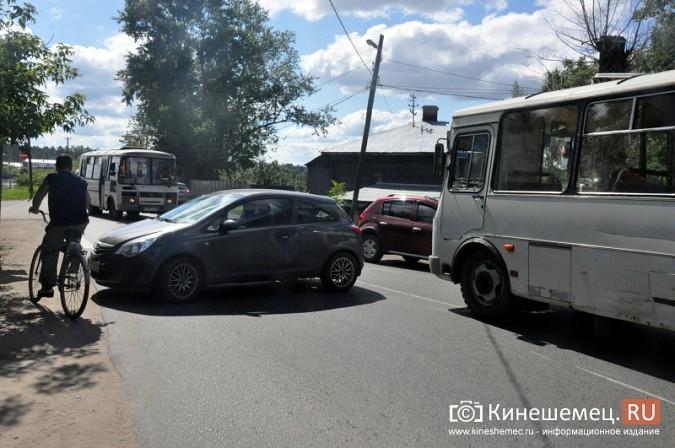 ДТП у Кузнецкого моста в Кинешме спровоцировало многокилометровую пробку фото 7